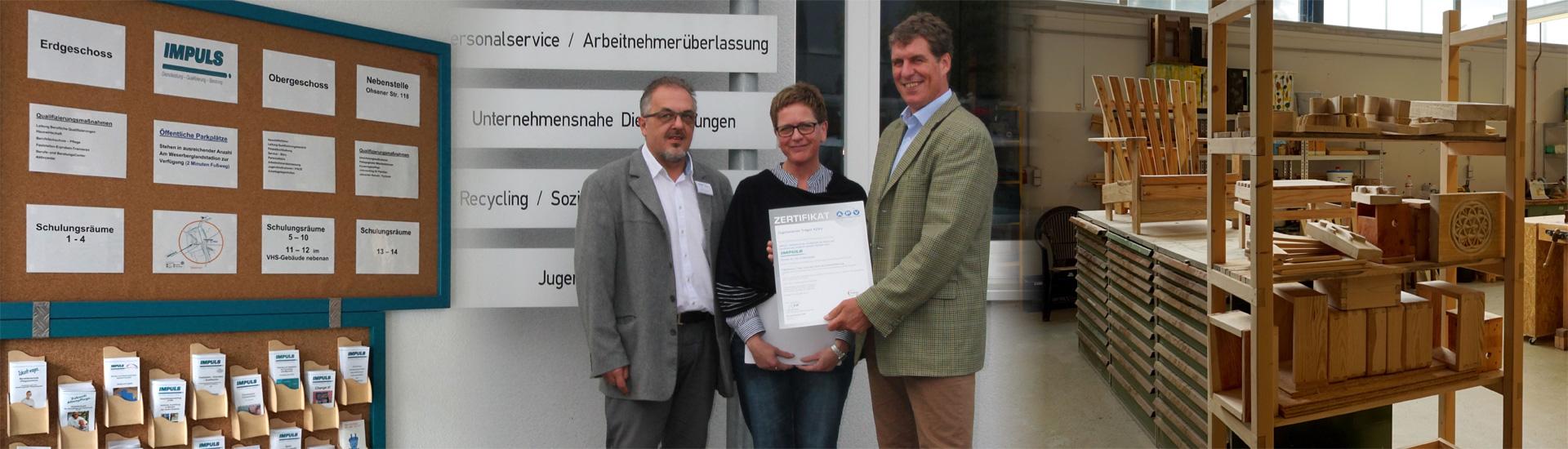 Zertifikatsübergabe nach erfolgreich durchgeführtem ISO- und AZAV-Audit bei der Impuls gGmbH in Hameln.