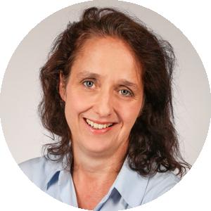 Mitarbeiterin Alexandra Meyerhoff, stellv. Leitung der APV-Zertifizierungs GmbH, AZAV Träger- und Maßnahmenzulassung